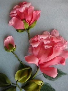 Wonderful Ribbon Embroidery Flowers by Hand Ideas. Enchanting Ribbon Embroidery Flowers by Hand Ideas. Ribbon Flower Tutorial, Ribbon Embroidery Tutorial, Flower Embroidery Designs, Rose Embroidery, Silk Ribbon Embroidery, Cross Stitch Embroidery, Embroidery Patterns, Embroidered Roses, Embroidery Supplies