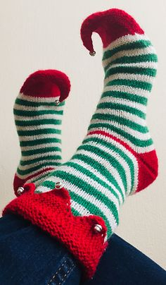 Ravelry: Jingle all the Way pattern by Jolijn Copier Designs Knit Slippers Free Pattern, Knitted Slippers, Holiday Crafts, Christmas Diy, Christmas Things, Baby Knitting Patterns, Knitting Stitches, Knitting Short Rows, Creative Knitting