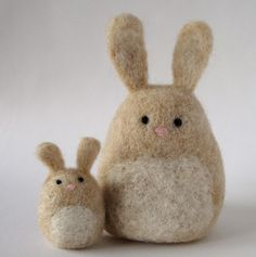 Simple needle felted bunnies. How cute! I could probably make these right off the bat.