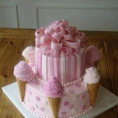 Beautiful girlie cake for a summer birthday party