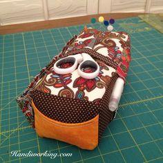 Handiworking: Carry-All Pincushion :: Pattern by Noodlehead's Anna Graham #handmadestyle #carryallpincushion