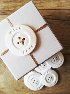 WITH LOVE…button gift tags by LA MAISON JOLIE for pretty and easy gift wrapping! Will be available in the next shop update on http://www.lamaisonjolie.etsy.com Diy Gift Tags, Diy Gift Wrap, Buttons Ideas, Diy Buttons, Diy With Clay, Clay Crafts, Easy Gifts, Creative Gifts, Homemade Gifts