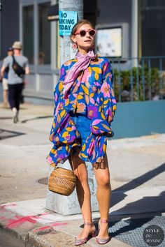 jenny-walton-by-styledumonde-street-style-fashion-photography ᘡℓvᘠ □☆□ ❉ღ // ✧彡●⊱❊⊰✦❁❀ ‿ ❀ ·✳︎· TH MAY 25 2017 ✨ ✤ ॐ ⚜✧ ❦ ♥ ⭐ ♢❃ ♦♡ ❊ нανє α ηι¢є ∂αу ❊ ღ 彡✦ ❁ ༺✿༻✨ ♥ ♫ ~*~ ♆❤ ☾♪♕✫ ❁ ✦●↠ ஜℓvஜ . Best Street Style, Street Style 2017, Street Chic, Street Fashion, Whimsical Fashion, Colorful Fashion, Trendy Fashion, Korean Fashion, Fashion Ideas