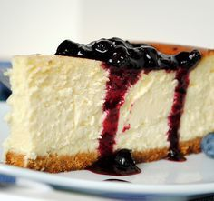 Receta de Tarta de queso americana Learn to prepare American cheesecake with this rich and easy recipe. The American cheese cake is a very famous dessert, in fact we can get it and taste it anywhere … Cheesecake Bites, Blueberry Cheesecake, Pumpkin Cheesecake, Homemade Cheesecake, Blueberry Sauce, Chocolate Cheesecake, American Cheesecake, New York Style Cheesecake, Classic Cheesecake