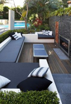 Lounge area, sunken away from the wind and with a fireplace.