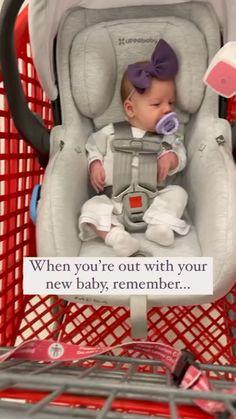 Baby Life Hacks, Mom Hacks, Newborn Baby Tips, Baby Information, Baby Care Tips, Cute Baby Videos, Baby Supplies, Baby Necessities, Baby Makes