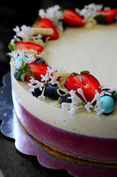 Kakkuviikarin vispailuja!: Mustikka-valkosuklaajuustokakku Cheesecakes, Philadelphia, Panna Cotta, Flora, Birthday Cake, Baking, Ethnic Recipes, Desserts, Suzu