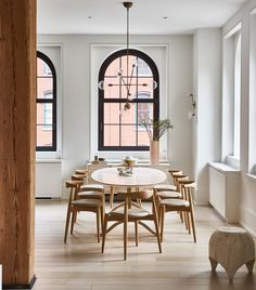 The massive pre-war windows of this chic Tribeca loft flood the dining room with light. Dining Room Inspiration, Interior Inspiration, Elle Decor, Luxury Loft, Dining Room Lighting, Home And Deco, Dining Room Design, Dining Area, Home Interior Design
