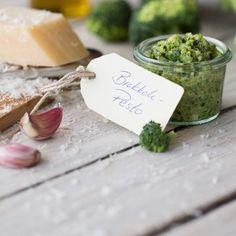 Ein grünes #Pesto mit der Extraportion #Vitamine. Da können Sie sich die Gemüsebeilage zu Ihrem Pastagericht glatt sparen. #rezept