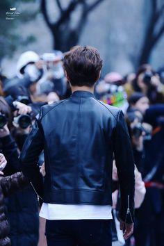 각 딱 잡힌 등. 오빠 달려~!  _ 160325 박보검 < 출처 : Blind film >