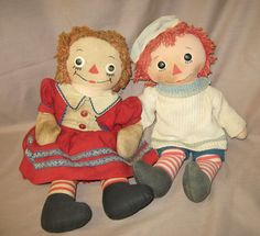 Raggedy Ann and Andy, Georgene and Knickerbocker - a cute picture but clothing is not original....