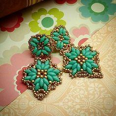 Beaded earrings #jaumanna #Beaded #beading #beads #embroidery #colorful #hippie… Big Earrings, Beaded Earrings, Beaded Jewelry, Jewellery, Super Duo Beads, Crochet Video, Bead Weaving, Beading Patterns, Seed Beads