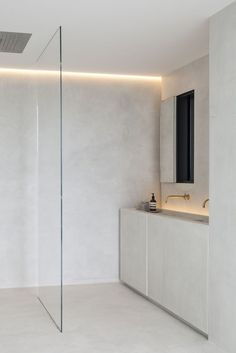 Gallery of Residence VDB / Govaert & Vanhoutte Architects - 53 - Minimal Interior Design Modern Bathroom Design, Bathroom Interior Design, Decor Interior Design, Interior Decorating, Bathroom Designs, Decorating Ideas, Interior Modern, Interior Lighting, Midcentury Modern
