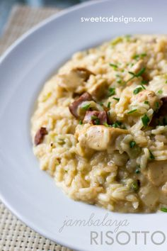 Delicious one pot chicken risotto is easier to make than you might think- and doesn't leave behind a trail of dirty dishes. Filet Mignon Chorizo, Chicken Risotto, Shrimp Risotto, Cauliflower Risotto, Cooking Recipes, Healthy Recipes, Oven Recipes, Eat Healthy, Rice Recipes