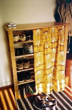 pallet shoe rack: I like the curtain