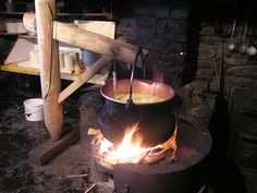 Simple cheese making recipes to make homemade cheese. Traditional cheese recipes from farmers' wives. Milk And Cheese, Wine Cheese, Goat Cheese, How To Make Cheese, Food To Make, Making Cheese, Making Food, Raw Milk, Homemade Cheese