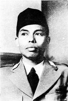 January 1916 – 29 January a high-ranking Indonesian military officer during the Indonesian National Revolution. The first commander of the Indonesian National Armed Forces, he continues to be widely respected in the country. Old Pictures, Old Photos, Vintage Photos, East Indies, All Hero, Founding Fathers, Borneo, The Past, Bali