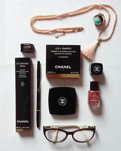 Essential details <3 Chanel make up!