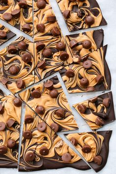 Chocolate Peanut Butter Cup Bark Recipe Desserts with dark chocolate, peanut butter chips, miniature peanut butter cups Chocolate Peanut Butter Cups, Peanut Butter Recipes, Chocolate Bark, Chocolate Recipes, Delicious Chocolate, Chocolate Pizza, Decadent Chocolate, Candy Recipes, Sweet Recipes