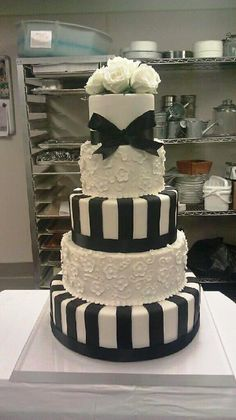 Black and white is oh-so-right in sassy stripes on this @Four Seasons Hotel Seattle wedding cake.