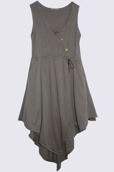 like the diagonal button line, and the irregular hemline; lower points are at knee length, upper edges and hand height