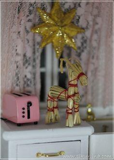 Blogi, jossa aiheena nukkekodit ja vähän myös nuket.  Blog about dollhouses, miniatures and art dolls.