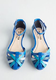 Strut Do You Think? Flat in Ocean. Host a playful fashion show with your pals while modeling this colorful pair by Chelsea Crew. #blue #modcloth