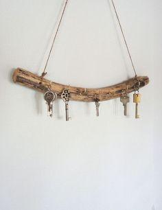 Schlüsselbrett aus Treibholz als rustikale Deko für den Flur / key board made of drift wood, rustic home decor made by Trixie11 via DaWanda.com