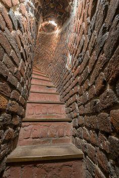 Gotická věž postavená po roce 1260 za Bavora II. Vysoká je 35 metrů a vede do ní 99 schodů. Wood, Art, Art Background, Woodwind Instrument, Timber Wood, Kunst, Trees, Performing Arts, Art Education Resources