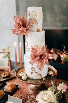Industrialwedding der Hochzeitstrend | Backlinse Pillar Candles, Table Decorations, Flora, Industrial, Beautiful Images, Newlyweds, Bakken, Plants, Industrial Music