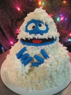 it's a bumble cake! How great is this? @Christina Childress Doughty , you'll have to make this for Christmas this year.