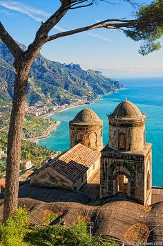 Vista di Villa Rufolo - Ravello, Italy  I took the exact same picture when I was there. Views that take your breath away!