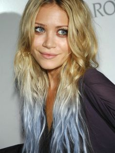 Mary Kate Olsen, baby blue (I like the idea of getting a few streaks of hair a bit brighter than the color of your eyes...a temporary kinda do) Blue Streaks In Blonde Hair, Crazy Hair, Blondes, Pastel Colors, Pastel Hair, Dip Dyed, Baby Blues, Dips, Dyes