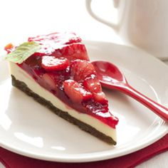 This+C&H®+Sugar+recipe+for+White+Chocolate+Cheesecake+with+Strawberry+Topping+uses+fresh+strawberries+and+is+a+rich,+creamy+dessert!
