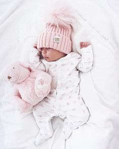 These soft pins on a newborn are gorgeous for portraits! These soft pins on a newborn are gorgeous for portraits! Baby Kind, My Baby Girl, Baby Baby, New Born Baby, Baby Girl Hats, Outfits Niños, Foto Baby, Cute Baby Pictures, Winter Baby Pictures