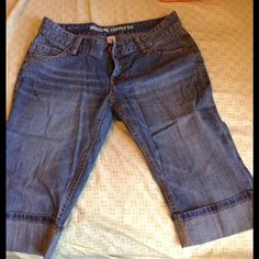 Demin Capris Great condition, never worn. **They're an actual size 9, but fit a little snug, more like size 7.** Please feel free to ask me any additional questions!! 😊  PRICE IS FIRM‼️ Mossimo Supply Co. Jeans