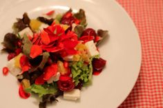 Salad with feta, berries and pomgranate