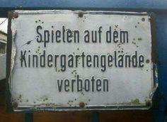 Deutschland in einem Bild erklärt: Spielen auf dem Kindergartengelände verboten...