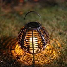 Solar Lantaarn Basket Small Rotanlook lamp op zonne energie 2017 Candle Lamp, Candle Lanterns, Led Lamp, Lamps, Led Lantern Lights, Flickering Lights, Outdoor Solar Lanterns, Lamp Light, Rattan