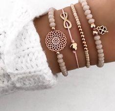 Mix of Bracelets - DIY Schmuck - # Bracelets - schmuck - Cute Jewelry, Diy Jewelry, Beaded Jewelry, Handmade Jewelry, Jewelry Design, Women Jewelry, Handmade Bracelets, Diy Beaded Bracelets, Jewelry Accessories