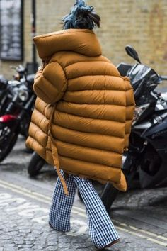When it's cold—we're talking really cold—sacrificing warmth for style is not our game! Pair your puffer jacket with printed pants..