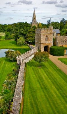 Broughton Castle Garden, medieval manor house in Broughton (Banbury), Oxfordshire.-----view from castle to the gatehouse with church beyond Beautiful Castles, Beautiful Places, Places Around The World, Around The Worlds, Places To Go, The Places Youll Go, Parks, Destinations, Castle In The Sky