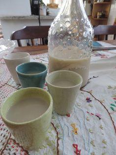 Ingredientes: 500 ml de soro de kefir, 300 ml de leite, 1 colher (sopa) de essência de baunilha, 4 gotas de essência de laranja, açúcar a gosto. Kombucha, Kefir Recipes, Vegan Recipes, Bike Food, Coffee Break, Food Art, Sweet Recipes, Yogurt, Smoothies