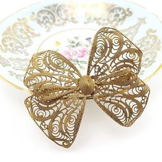 This big pretty #filigree #bow #brooch would be AMAZING on a coat or pinned to a purse. You could probably pin it in the hair with the help of a couple bobby pins too or use it as a special addition to your vintage bridal bouquet! Use it to decorate a present and it becomes part of the gift. So many possibilities with this one!  . . Available and just listed today. Link in bio!