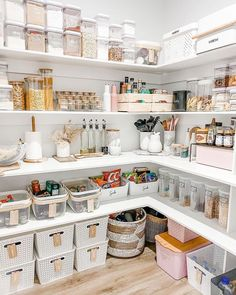 Kitchen Organization Pantry, Home Organisation, Pantry Storage, Storage Hacks, Organized Pantry, Food Storage, Style At Home, Simple Home Decoration, Simple Home Design