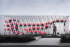 FUTURE STITCH Smart Factory / AZL Architects Completed in 2018 in Jiaxing China. Images by Li Yao. STANCE an American sports fashion brand is featured for its brand declaration of The Uncommon Thread aiming to make socks the most common items. Factory Architecture, Arch Architecture, Architecture Interiors, Modern Interiors, Central Building, Uncommon Threads, Steel Frame Construction, Outdoor Stairs, Industrial Architecture