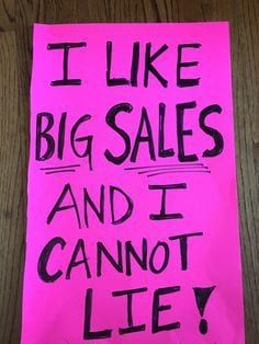 Getting ready to have a yard sale? You can make more money at your yard sale by having good signage. Check out these 20 funny yard sale signs! Yard Sale Signs Funny, Garage Sale Signs, Funny Signs, Garage Sale Organization, Sticker Organization, Estate Sale Signs, Sale Signage, Rummage Sale, For Sale Sign