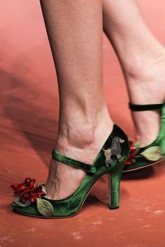 O que foi a o desfile da Dolce & Gabbana? Lindoooo demais ... vem ver no site os acessórios desejos: http://theaccessorista.com.br/2015/03/02/mamma-mia-dolce-gabbana-e-um-luxo-so/
