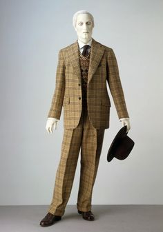 Uncle Willie style suit -   Single-breasted suit, 1940. Museum no. T.717 & A-1974. Given by the Duke of Windsor
