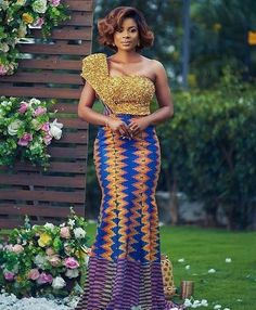 Kente Fabric Designs: See These Kente Styles For Fashionable Ladies - Lab Africa African Wedding Attire, African Attire, African Wear, African Women, African Style, African Fashion Designers, African Inspired Fashion, African Print Fashion, African Print Dresses